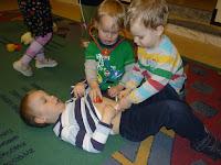 2ad870a369b Täna hommikul toimus Sinilindude rühmas vestlusring meie lasteaia arsti  Laine Paaveliga. Lapsed kuulasid huviga arsti räägitut ja uurisid hoolega  kaas ...