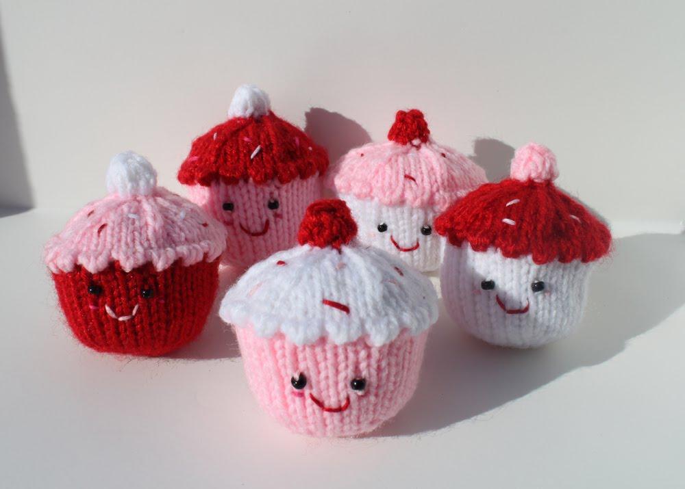 Maiya knits. Mayhem ensues.: Divine Cupcakes