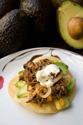 Avocado CHEF+LOURDES+HERNANDEZ+ +prato+principal+ +Giselly+Gon%C3%A7alves+ +baixa - >Você conhece o Avocado?