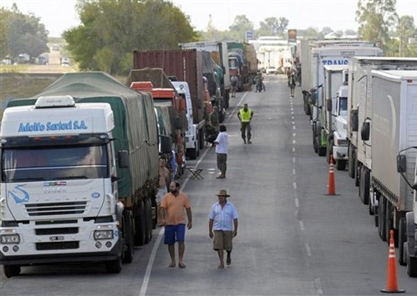 a1fa9286096 Um imbróglio que dura três anos no transporte entre Brasil e Argentina pode  estar com os dias contados. Após solicitação da ANTT (Agência Nacional de  ...