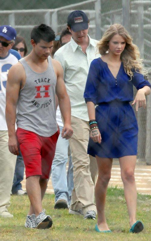 Taylor Lautner Y Taylor Swift Pareja En Valentines Day