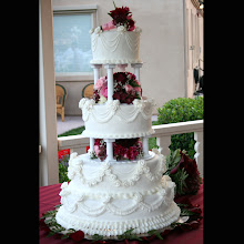 Garlands and Roses Wedding Cake