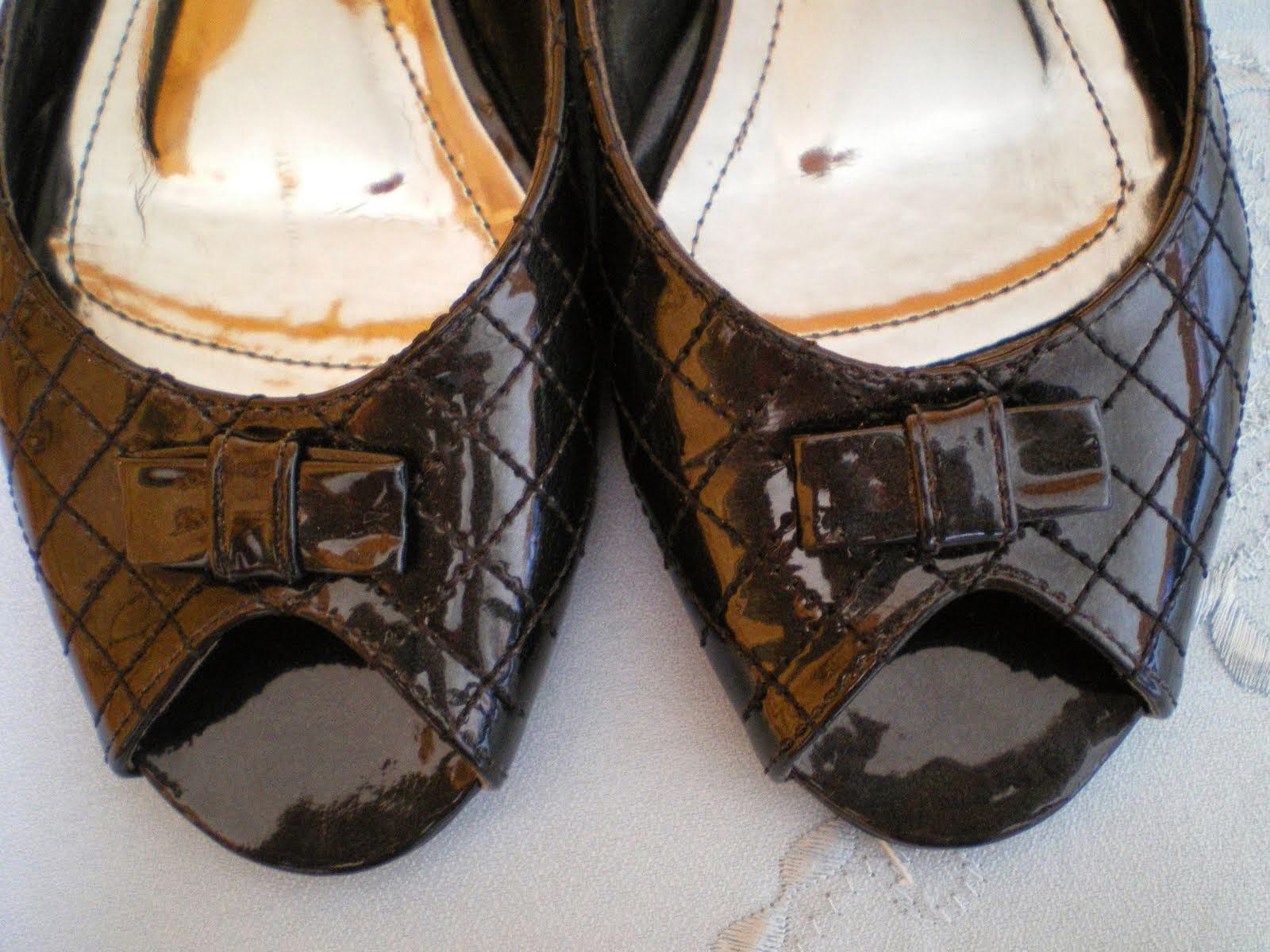 cb8dd310000 Mamãe abriu o armário! Vocês estão notando o tamanho do peep toe e de  outros calçados que estão no blog  Então. Se coubessem em mim