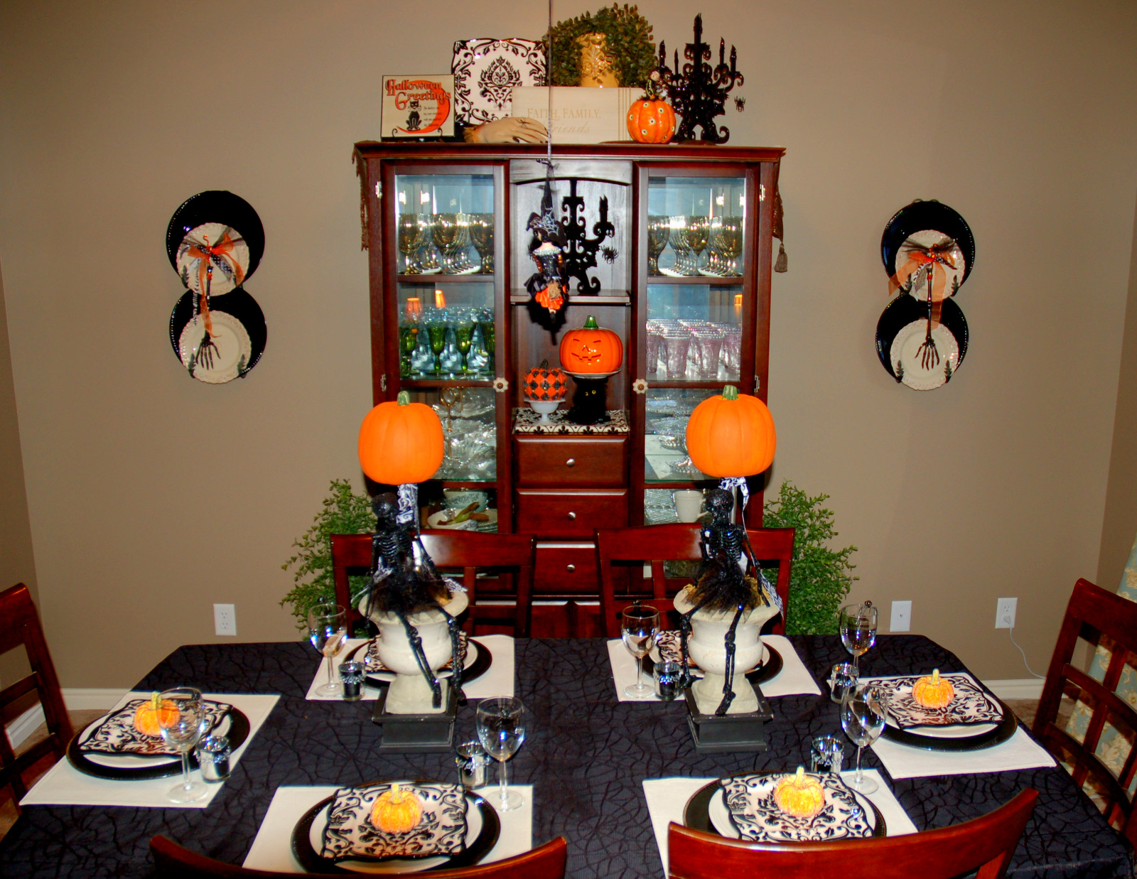 Coolly Modern Formal Dining Room Sets To Consider Getting: Dining Room Ideas: 2011-10-02
