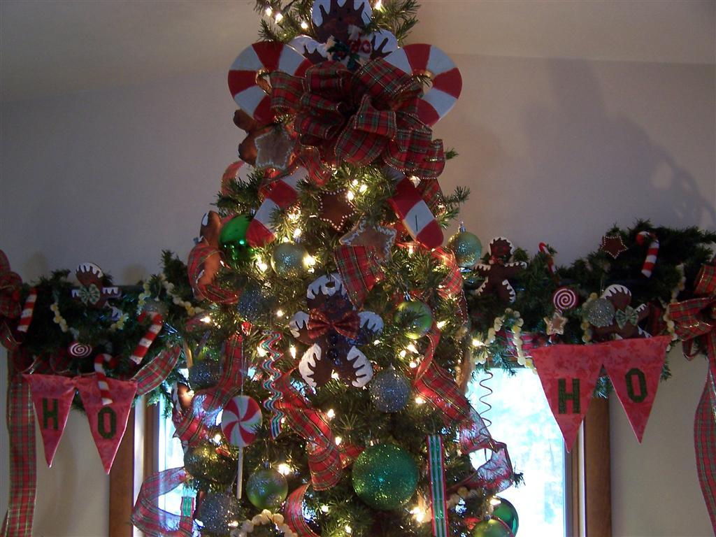 Perennial Passion Gingerbread Man Christmas Tree