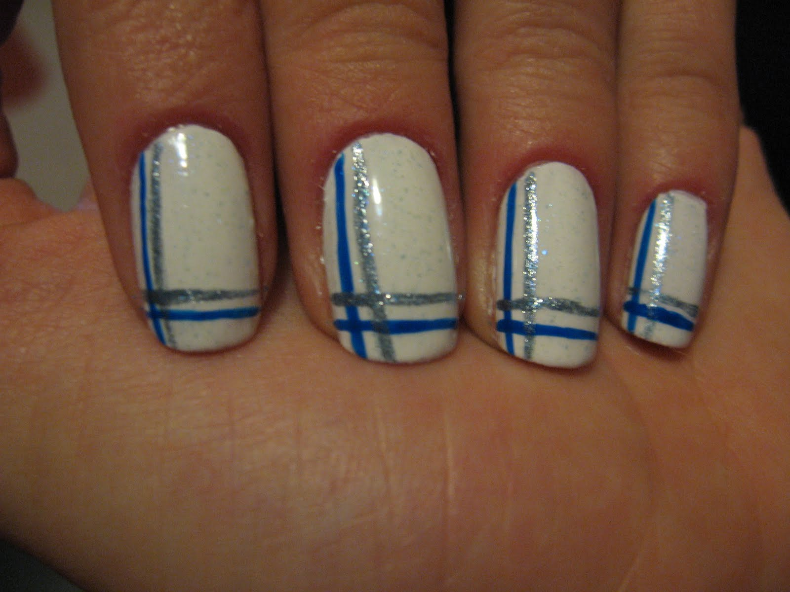 Homemade nails: White nails with blue lines