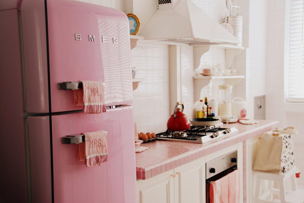 cherry red cheeks la cuisine rose. Black Bedroom Furniture Sets. Home Design Ideas