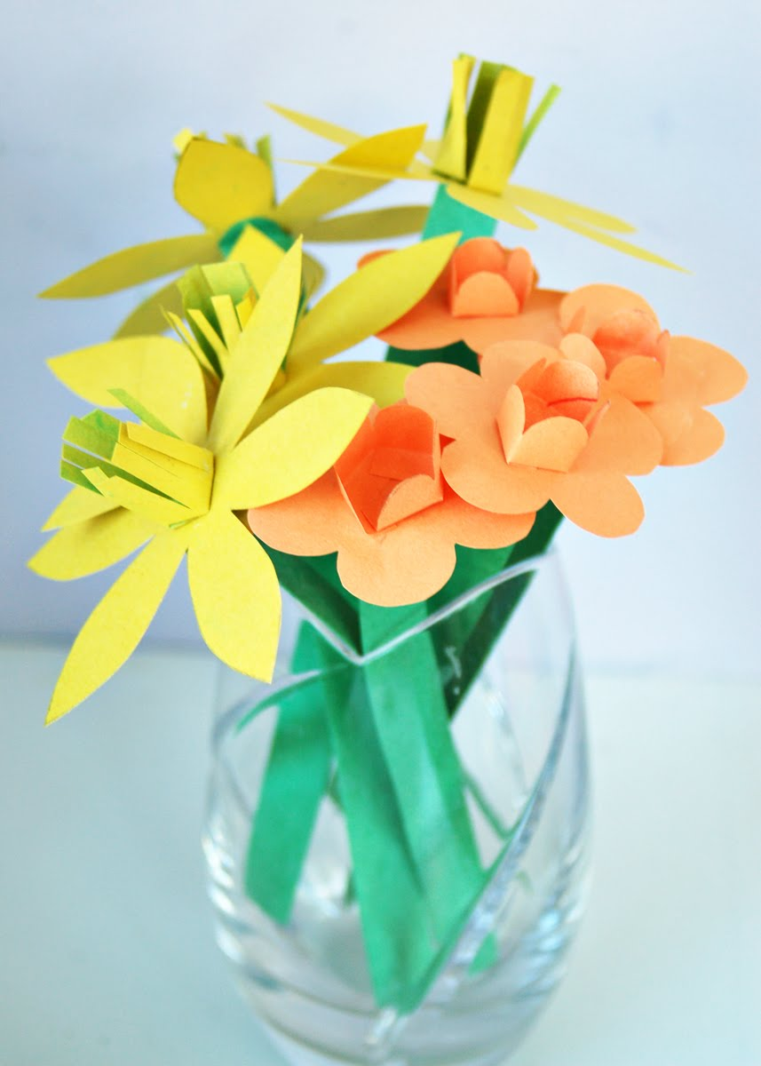 Papercraft flowers free papercraft construction paper flowers easy for kids mightylinksfo