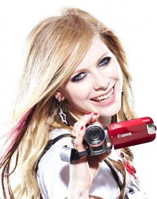https://i0.wp.com/3.bp.blogspot.com/_dj4DfscbRTA/Se8FecvIiSI/AAAAAAAAC3c/w5-zYlQCW7s/s400/Avril+Lavigne+Canon+Photoshoot+2.jpg