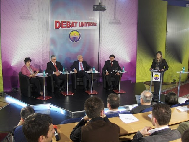 Adakah Debat Is The BEST way To solve Problem???