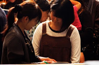 Mujer japonesa recibe a Cristo en festival evangelístico