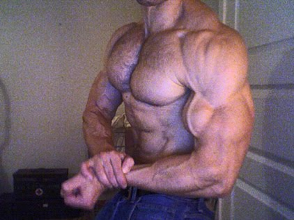 Male showing results of Leangains approach.