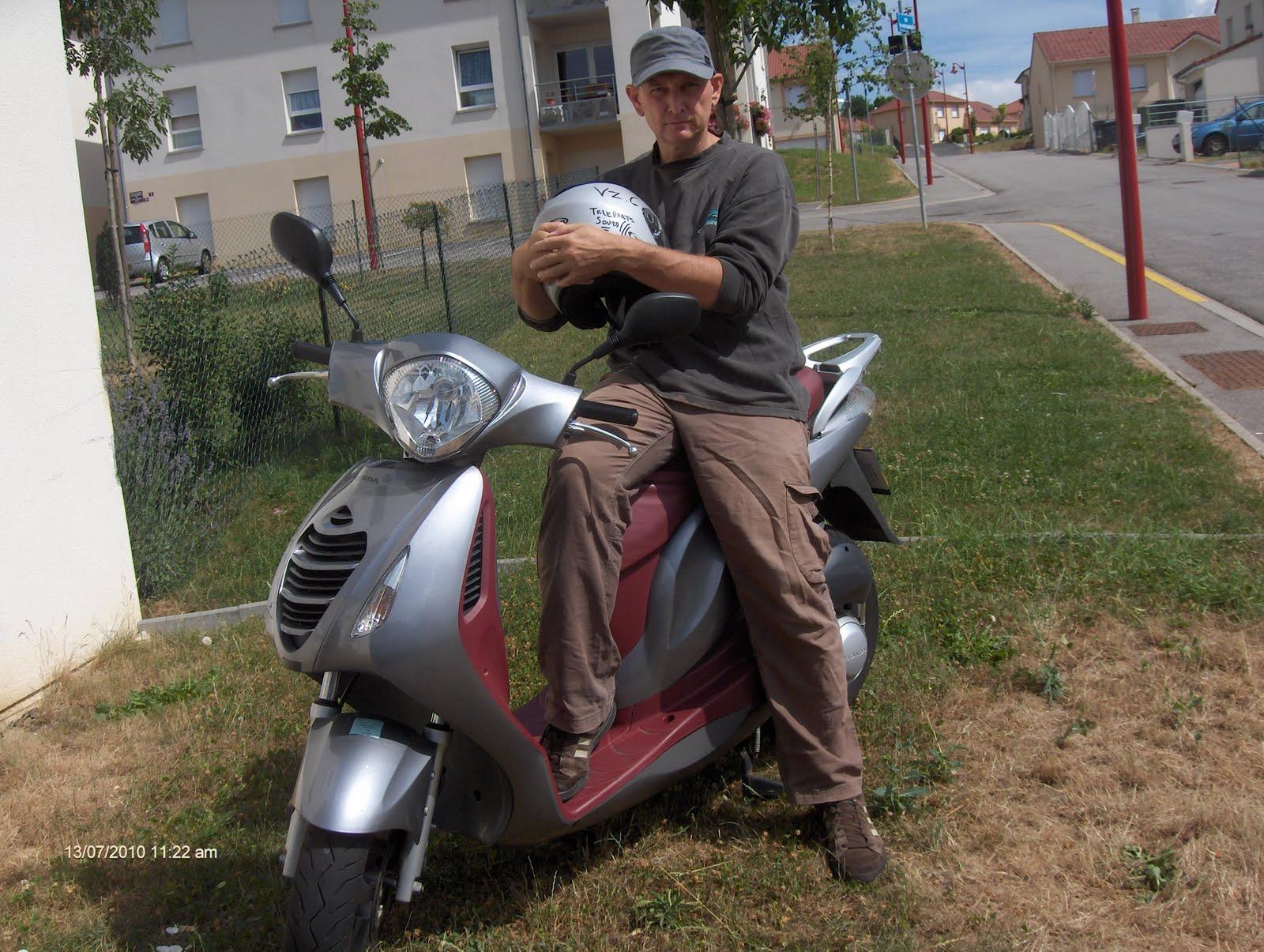 el 39 t le meilleur scooter 125cc du monde et je ne suis pas sourd mais certe metteur. Black Bedroom Furniture Sets. Home Design Ideas