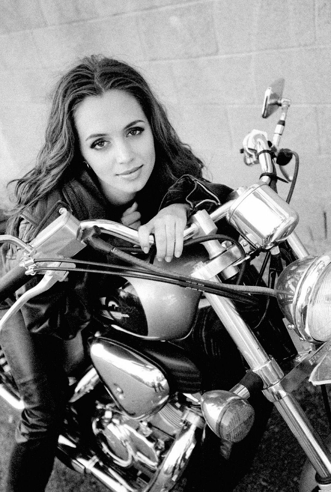 Eliza Dushku em moto, famosa em moto, gostosa em moto, Mulheres de moto, mulher sensual na moto, gostosa em moto, Mulher semi nua em moto, biker babe, sexy on bike, sexy on motorcycle, babes on bike, ragazza in moto, donna calda in moto,femme chaude sur la moto,mujer caliente en motocicleta, chica en moto,