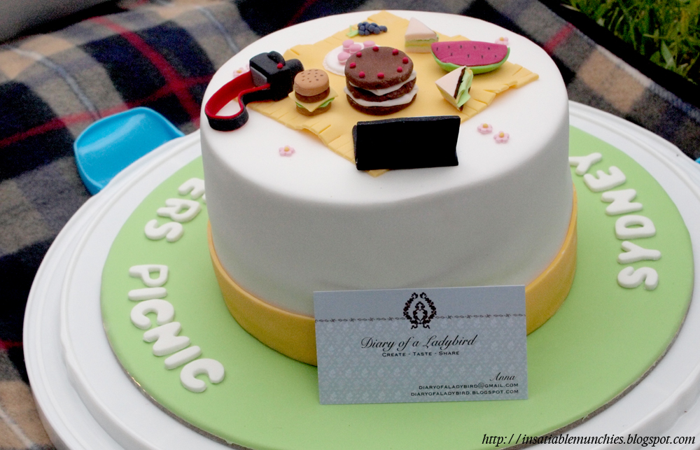 Adorable cake with fondant details from Anna, diary of a ladybird