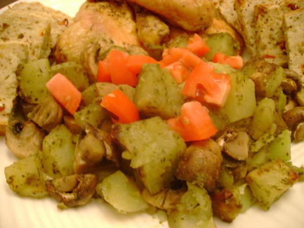 Pesto Potatoes w/Button Mushooms