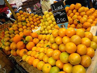 Resultado de imagem para laranja na feira
