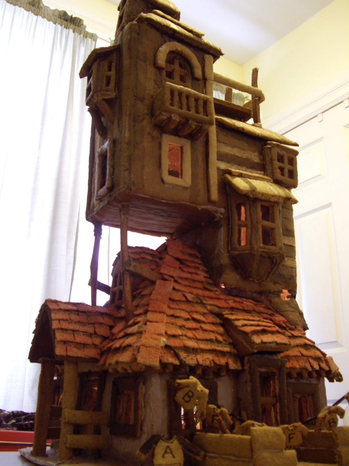 a can of crafty curiosities harry potter inspired the burrows gingerbread house. Black Bedroom Furniture Sets. Home Design Ideas