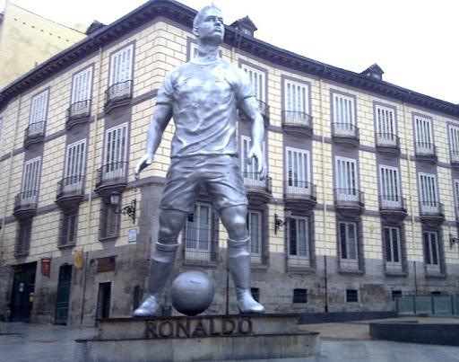 A Cristiano Ronaldo statue in Plaza de Ramales