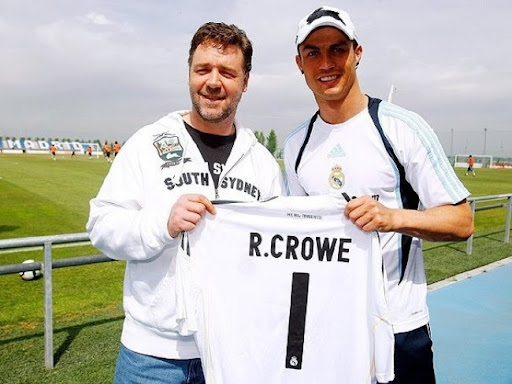 Russell Crowe poses with Real Madrid star Cristiano Ronaldo
