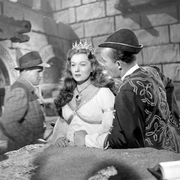 THE VINTAGE FILM COSTUME COLLECTOR: RHONDA FLEMING QUEEN