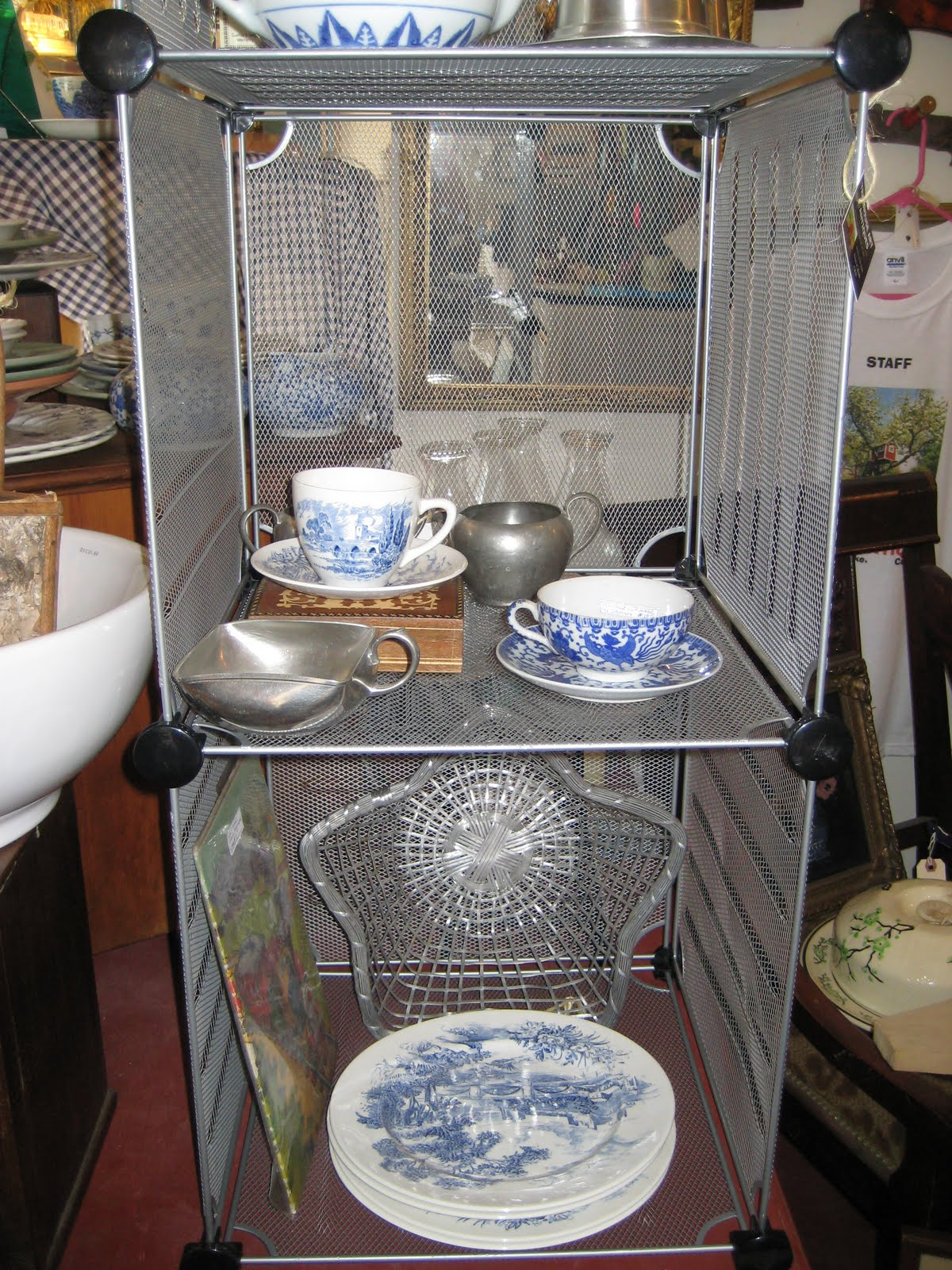 Exceptionnel Using Wire Cube Shelving Storage Systems In Your Antique Shop