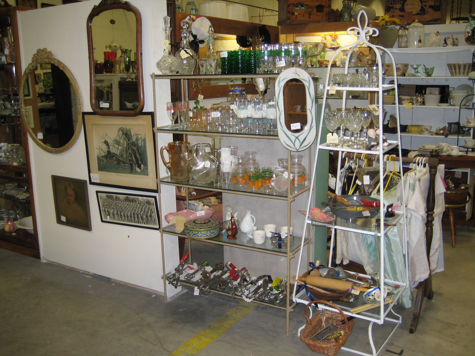 C Dianne Zweig Kitsch N Stuff Antique Booth Display Ideas The