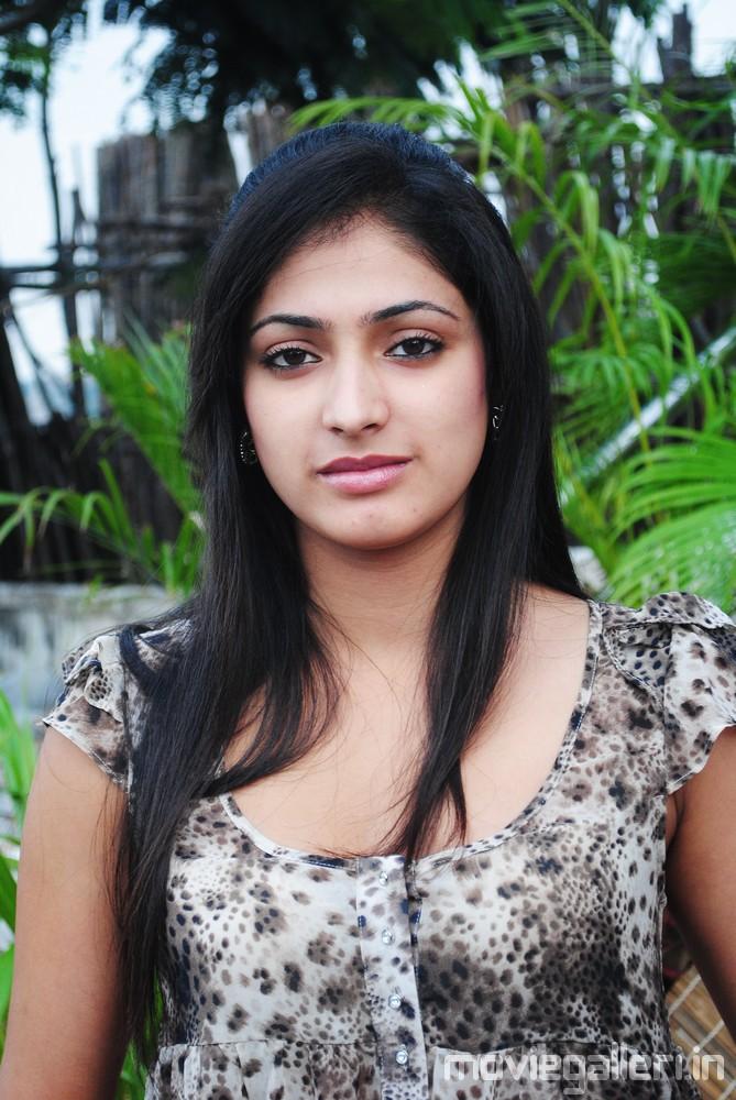 Kajal Agarwal Cute Wallpapers Actress Haripriya Cute Photos Haripriya Latest Stills