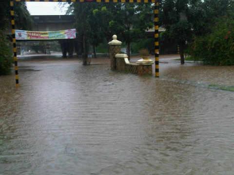 foto banjir Jakarta Tangerang 25 Oktober 2010 BSD