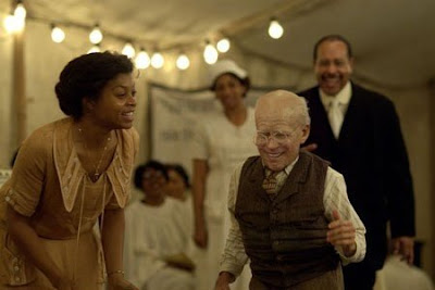 Benjamin Button (Brad Pitt) and Queenie (Taraji P. Henson) - The Curious Case of Benjamin Button