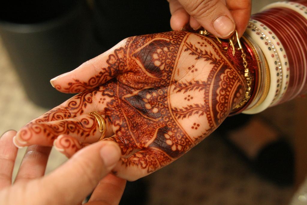 Henna Mehndi: GOSHAENUR: Henna Use As Adornment & Healing In Muslim