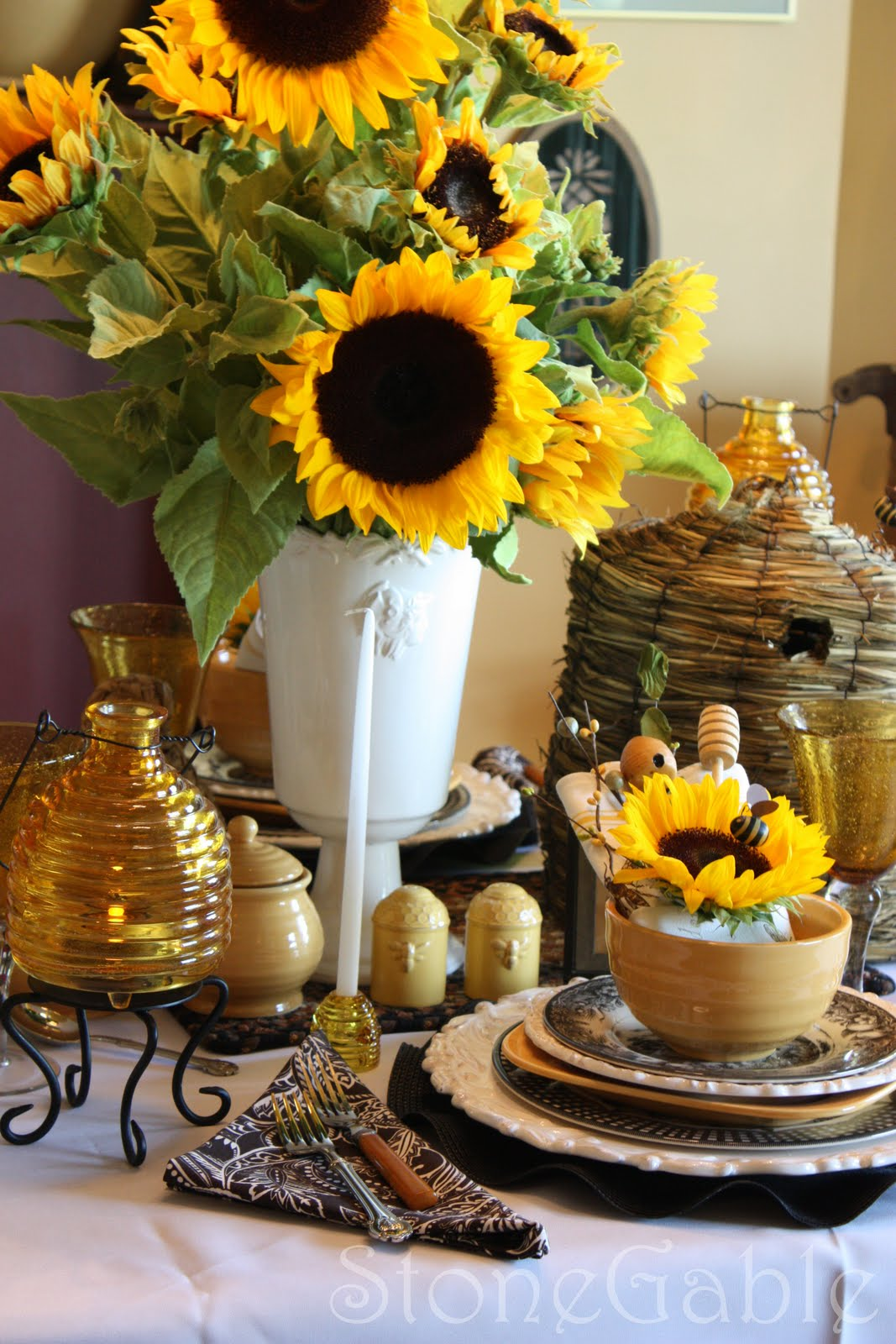 Bees And Sunflower Tablescape Stonegable