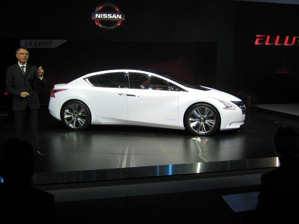 Nissan Debuts Ellure Concept Hybrid La Auto Show