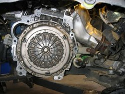 We Have Scissors: Changing the clutch in a Pontiac Vibe or