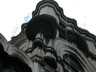 Palacio Barolo, obra de Mario Palanti, 1923. Frente sobre Hipólito Yrigoyen. Detalle de la torre