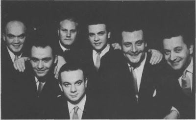 De izquierda a derecha: Di Filippo, Insúa, Molo, Astor Piazzolla, Atilio Stampone, Campoamor y Baralis, cuando Atilio era pianista de la orquesta de Astor Piazzolla