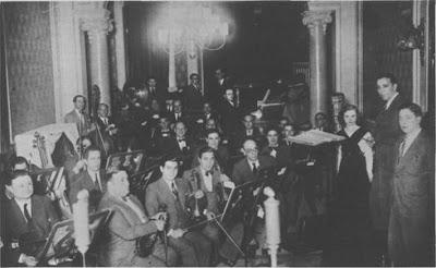Eduardo del Piano cuando integraba la orquesta de Osvaldo Fresedo. Con él, José María Rizzuti y Roberto Ray