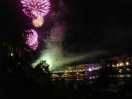 Immagine:Fuochi d'artificio sul Po