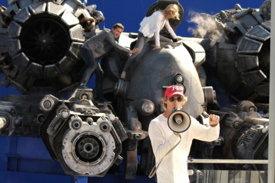 michael bay on transformers 3 550x366 - Nueva imagen de Transformers 3!