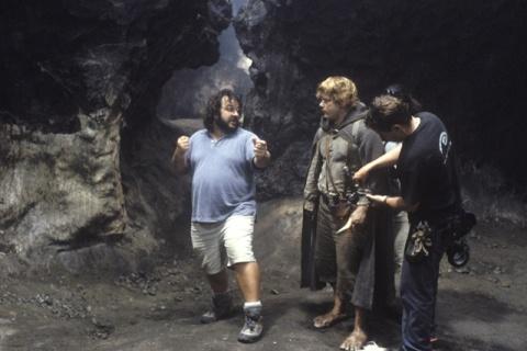 Peter+Jackson+dirigiendo+a+Sam+Gamyi - El Hobbit se empieza a filmar en Marzo!