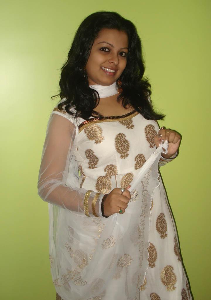Where can Desi sexy girl apologise