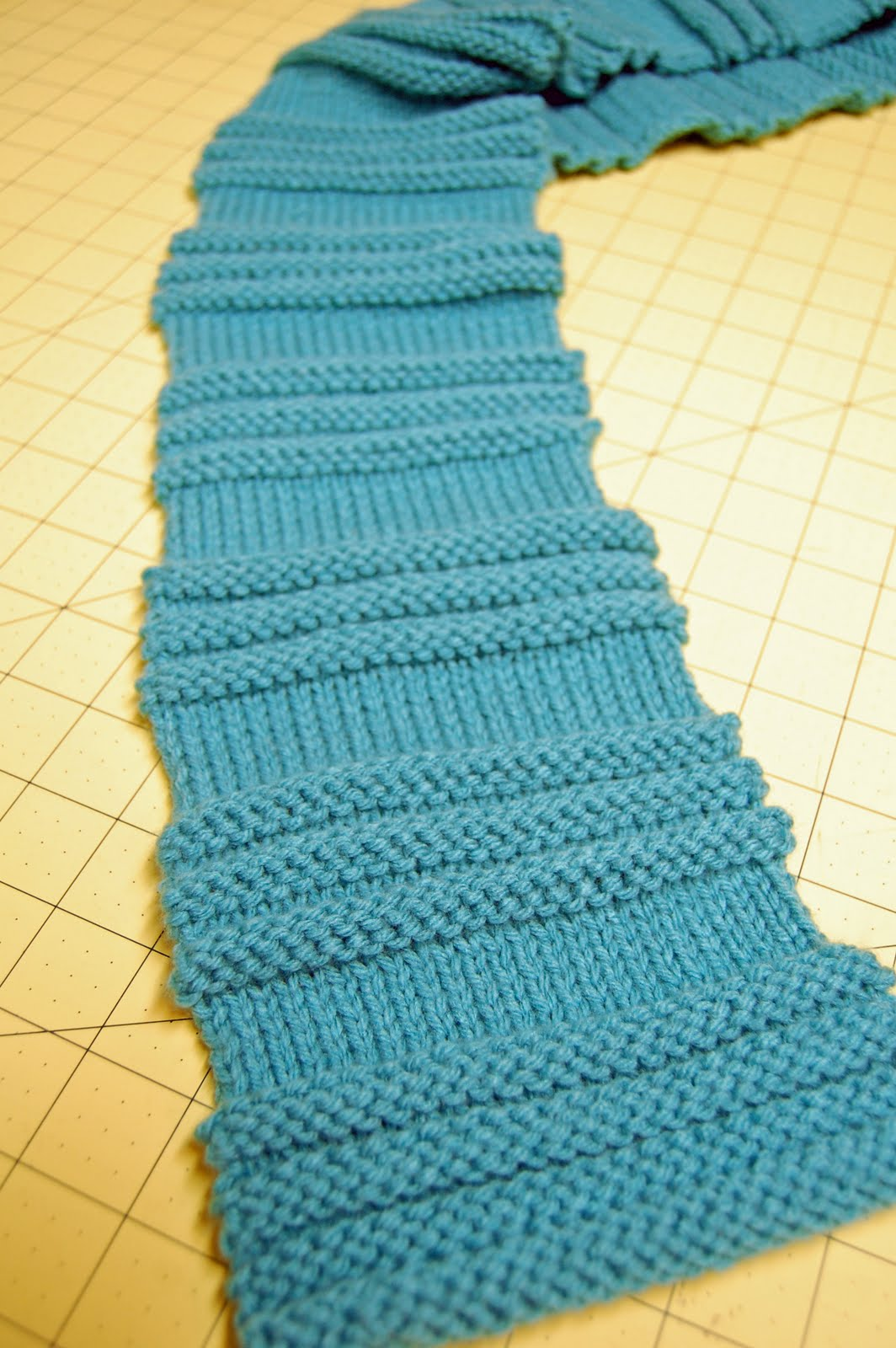 Pin And Paper Textured Stripes Knit Scarf