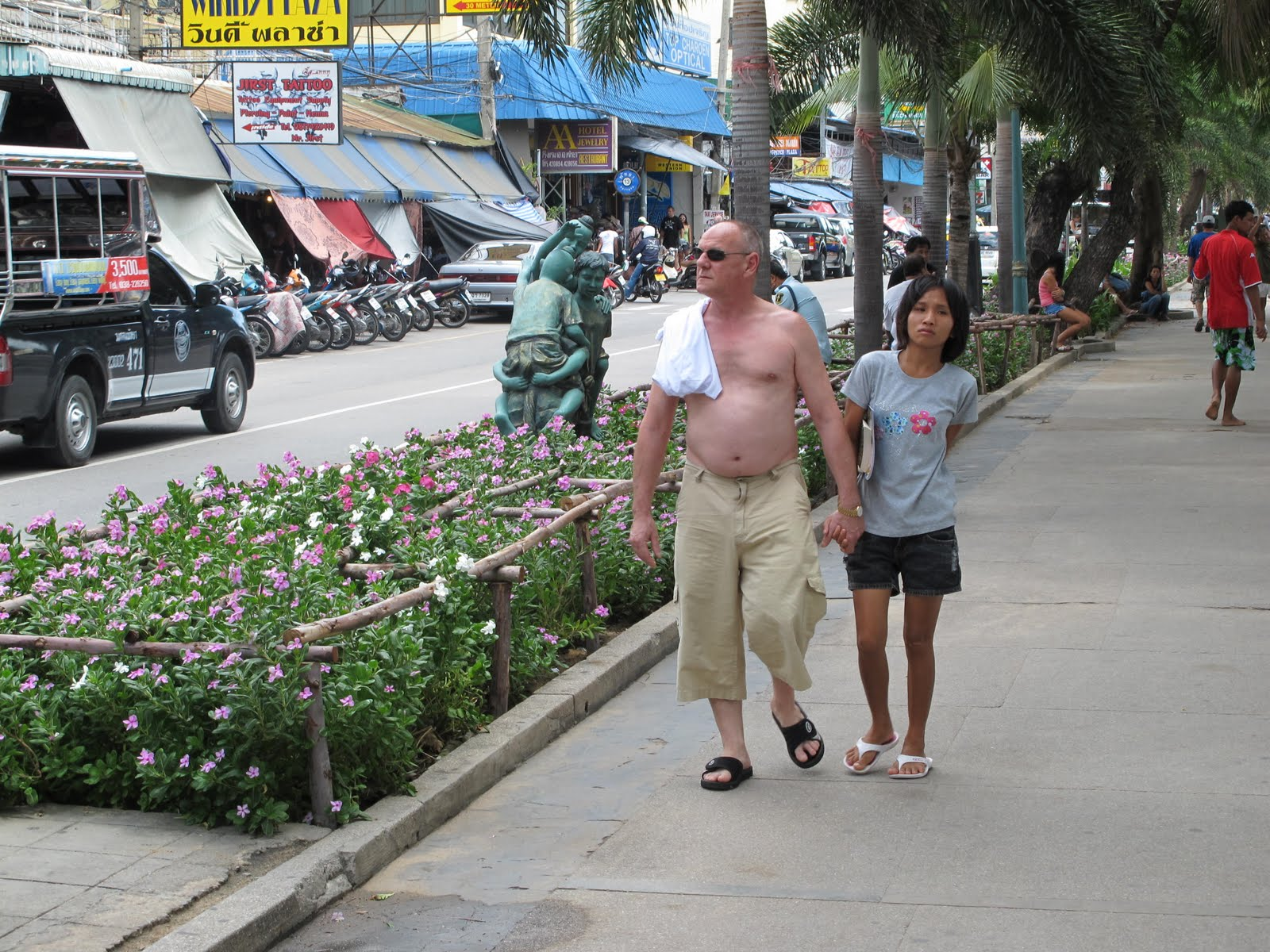 thai sex old man and young lady