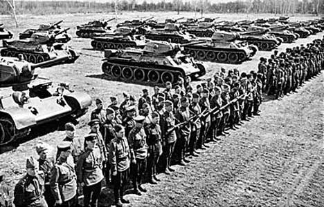 Soviet tanks on review