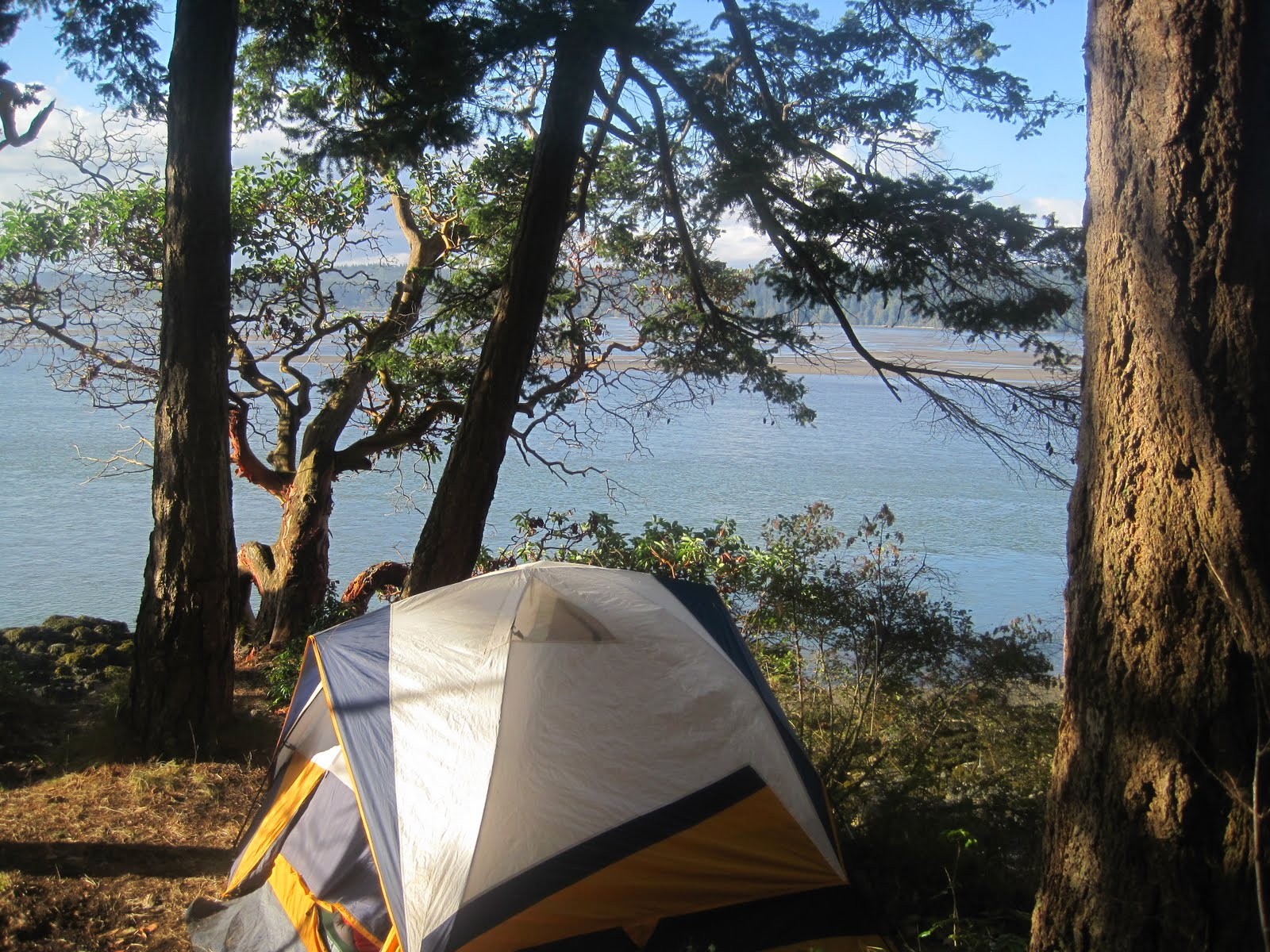 Tent with 270 degree view on Goat Island