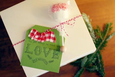 free printable tag on gift box