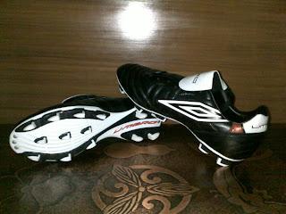 3873b307909b0 One Stop Sport Costume Home  sepatu bola umbro (diamond forza black)
