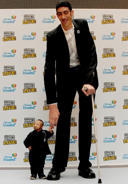 the worlds tallest and shortest man meet