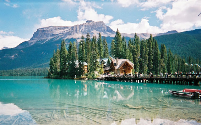 Emerald Lake Lodge Is Enhanced By An Oak Bar Salvaged From 1890 S Yukon Saloon The Historical Offers A True Escape Hectic Pace Of Modern