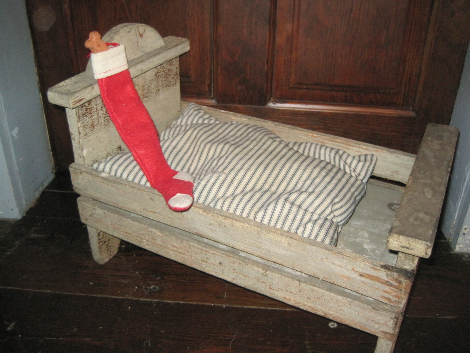 I Couldn T Resist This Vintage Colonial Dollhouse From The: Ella Mae's: Primitive Doll Bed